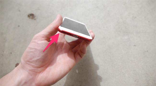 Đem Galaxy S8 và iPhone 7 ĐỎ RỰC ra thi thố thả rơi và cái kết bất ngờ - Ảnh 2.