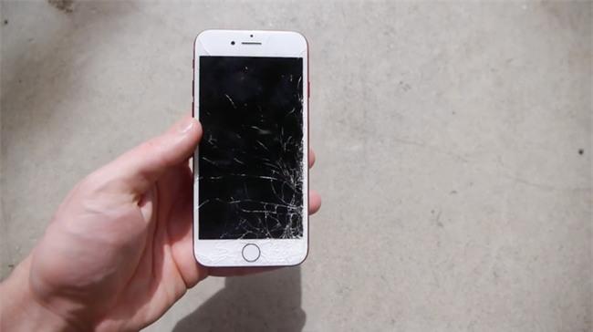 Đem Galaxy S8 và iPhone 7 ĐỎ RỰC ra thi thố thả rơi và cái kết bất ngờ - Ảnh 4.