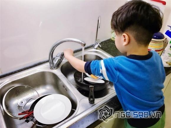 sao việt, con sao việt, con sao việt làm việc nhà, con sao rửa bát, nhóc tỳ nhà sao việt