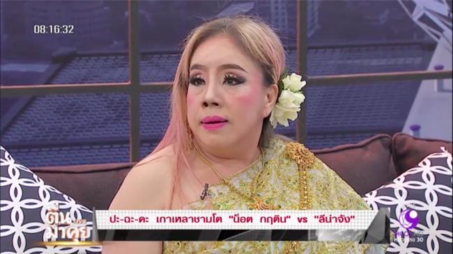 Nữ đại gia Thái Lan bị chồng thứ 9 tung tin đồn mắc bệnh AIDS, suýt đánh chồng cũ trên sóng truyền hình - Ảnh 1.