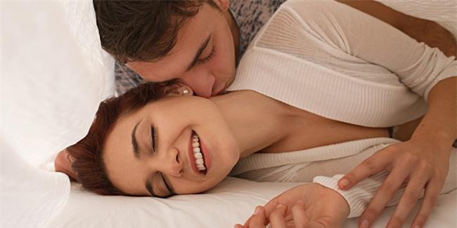 Tiết lộ 5 điều cực nhỏ nàng làm trên giường sẽ khiến chàng bùng cháy - Ảnh 3.