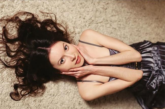 Người mẫu Nga chết vì nhịn ăn, bị mẹ vứt xác ra biển - Ảnh 2.