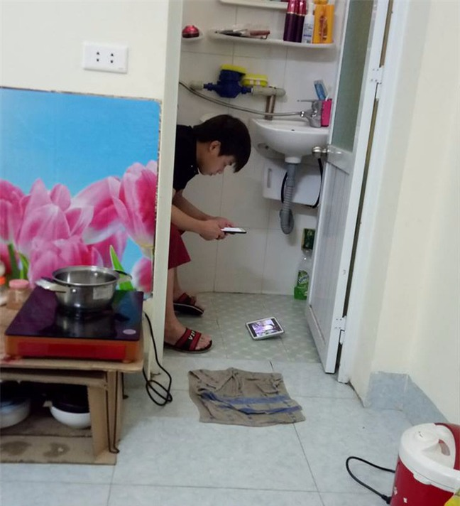 Hài hước chồng nghiện game đem cả điện thoại vào toilet, vợ chụp ảnh bêu lên mạng xã hội  - Ảnh 2.
