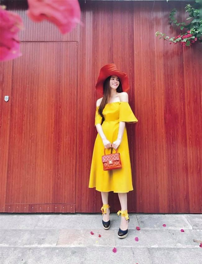 Điệu nhất street style sao Việt tuần này chắc chắn là Phạm Hương và Hà Hồ rồi! - Ảnh 1.