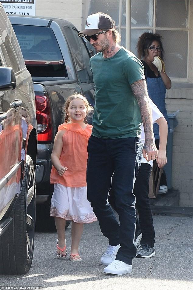 Con gai ut nha Beckham vui ve di lam dep voi bo hinh anh 2