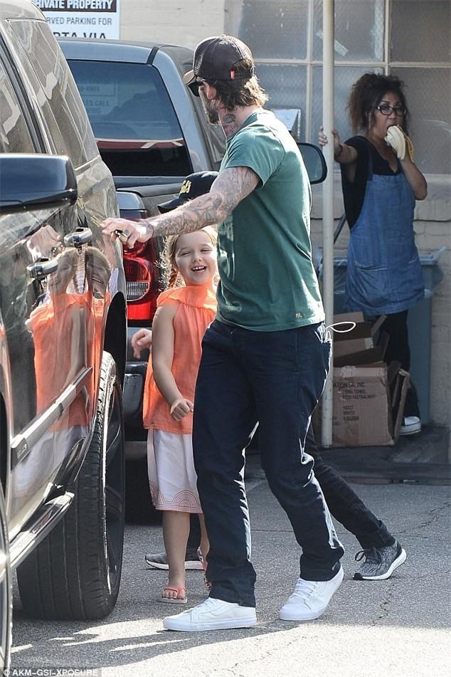Con gai ut nha Beckham vui ve di lam dep voi bo hinh anh 4