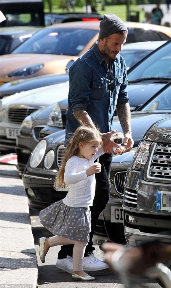 Con gai ut nha Beckham vui ve di lam dep voi bo hinh anh 7