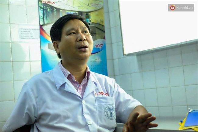"""Mẹ bé trai bị thang cuốn sân bay Tân Sơn Nhất kẹp đứt tay: """"Vụ việc xảy ra quá nhanh, tôi không kịp trở tay"""" - Ảnh 1."""