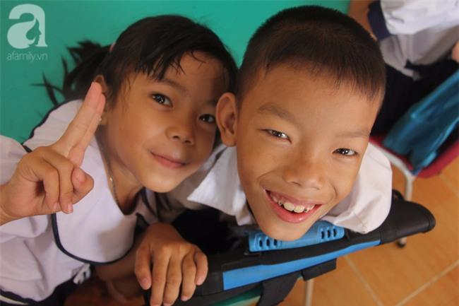 Lớp học tình thương của 200 em nhỏ sáng đi học, chiều đi bắt ốc, bán vé số giữa Sài Gòn - Ảnh 10.