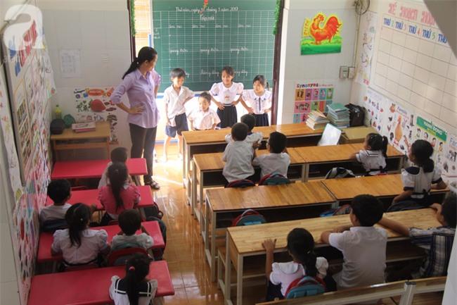 Lớp học tình thương của 200 em nhỏ sáng đi học, chiều đi bắt ốc, bán vé số giữa Sài Gòn - Ảnh 11.