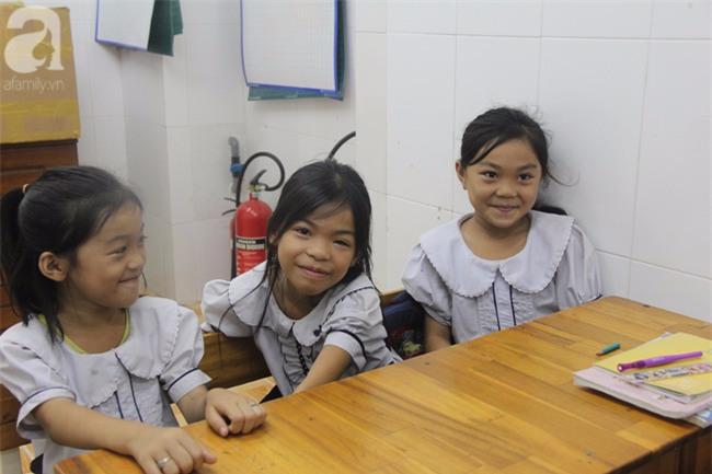 Lớp học tình thương của 200 em nhỏ sáng đi học, chiều đi bắt ốc, bán vé số giữa Sài Gòn - Ảnh 14.