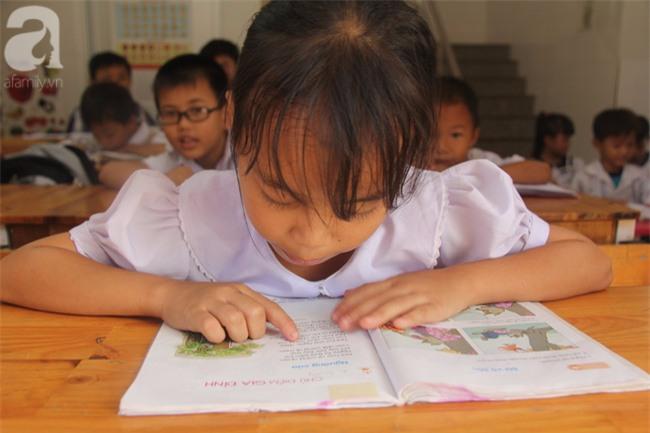Lớp học tình thương của 200 em nhỏ sáng đi học, chiều đi bắt ốc, bán vé số giữa Sài Gòn - Ảnh 4.