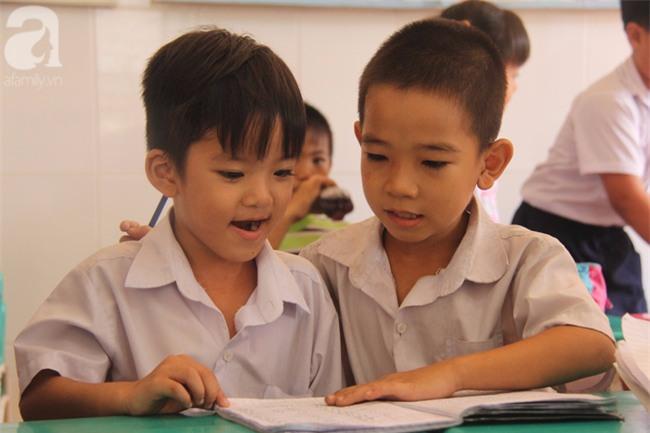 Lớp học tình thương của 200 em nhỏ sáng đi học, chiều đi bắt ốc, bán vé số giữa Sài Gòn - Ảnh 5.