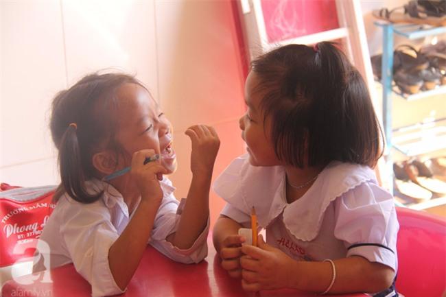 Lớp học tình thương của 200 em nhỏ sáng đi học, chiều đi bắt ốc, bán vé số giữa Sài Gòn - Ảnh 7.