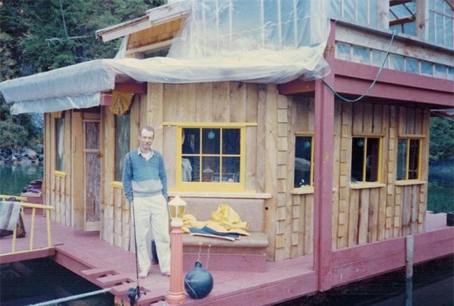 20 năm hì hục xây nhà trên sông, kết quả của hai vợ chồng khiến ai cũng bất ngờ - Ảnh 2.