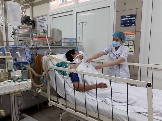 Bệnh nhân ngộ độc rượu tại Trung tâm chống độc, Bệnh viện Bạch Mai