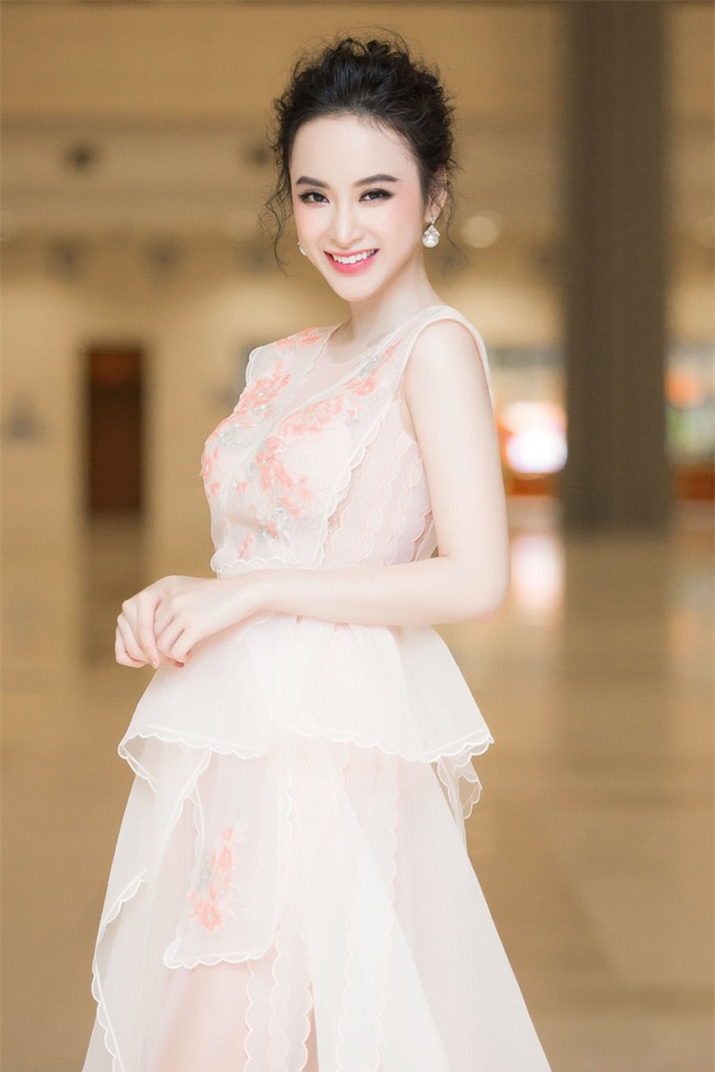 Angela Phương Trinh diện váy trắng bồng bềnh, gợi cảm khoe lưng trần  - Ảnh 5.