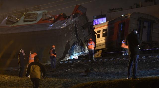 4 toa tàu bị trật khỏi đường ray sau vụ tai nạn. (Ảnh: RT)