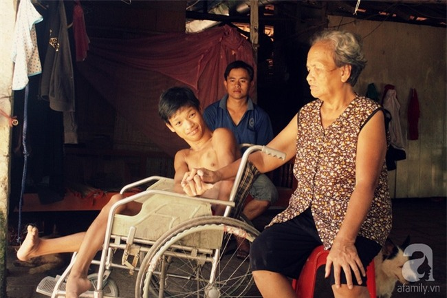 Người chồng trốn sinh con để có thời gian chăm sóc mẹ bệnh, cháu tật nguyền của vợ - Ảnh 14.