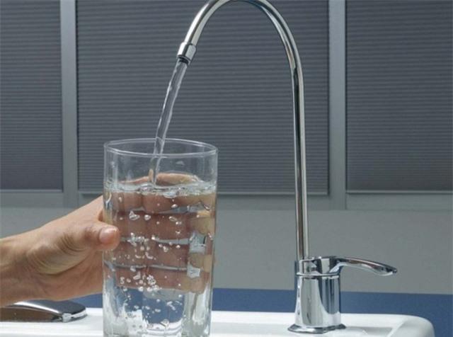 Người sử dụng cần thay lõi lọc nước định kỳ để đảm bảo chất lượng nước đầu ra. Ảnh minh họa