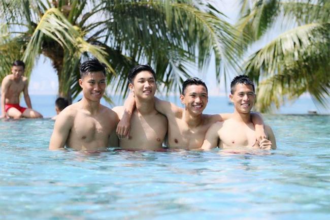 U20 Việt Nam được ăn diện như người mẫu trong ngày đổ bộ Hàn Quốc - Ảnh 2.