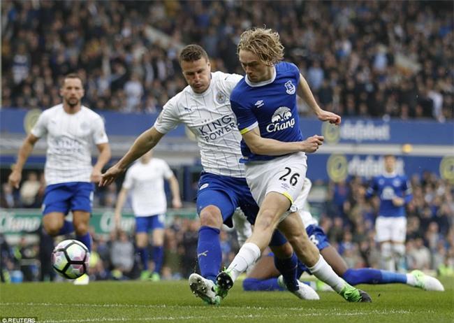 Leicester đứt mạch chiến thắng sau khi sa thải HLV Ranieri - Ảnh 4.