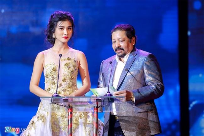 Hong Anh, Nguyen Khang bi nhan xet la MC tham hoa o Canh dieu 2017 hinh anh 2