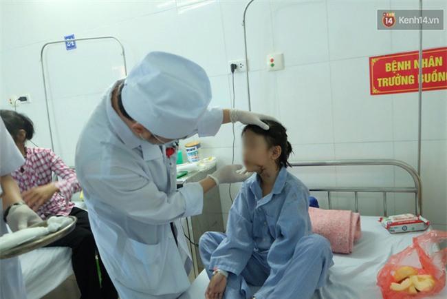 """Bé gái 9 tuổi bị bố truy sát ở Bắc Ninh: """"Mẹ đã cố che chắn cho hai chị em sau khi bị bố đâm - Ảnh 5."""