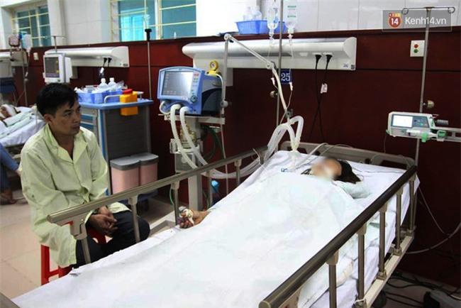 """Bé gái 9 tuổi bị bố truy sát ở Bắc Ninh: """"Mẹ đã cố che chắn cho hai chị em sau khi bị bố đâm - Ảnh 6."""