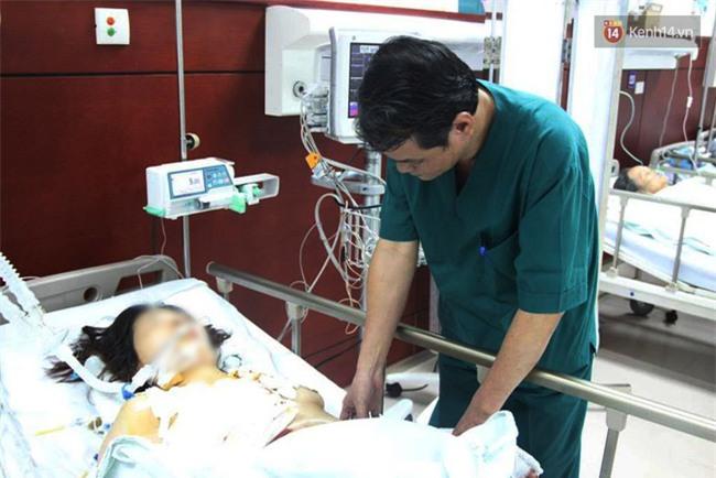 """Bé gái 9 tuổi bị bố truy sát ở Bắc Ninh: """"Mẹ đã cố che chắn cho hai chị em sau khi bị bố đâm - Ảnh 7."""