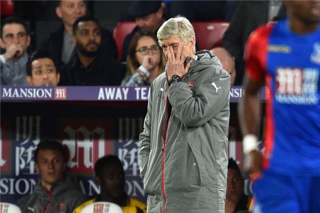Co dong vien Arsenal tiep tuc keu goi Wenger ra di hinh anh 2