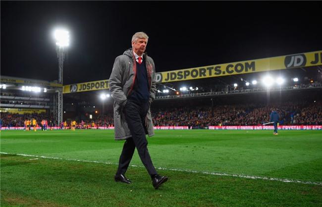 Co dong vien Arsenal tiep tuc keu goi Wenger ra di hinh anh 4