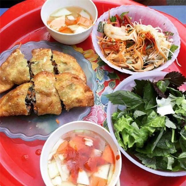 8 món ăn ngon nổi tiếng làm nên tên tuổi của khu ẩm thực Nghĩa Tân - Ảnh 1.