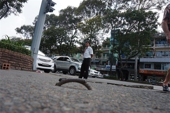 Quận 1, Đoàn Ngọc Hải, móc sắt, du khách ngã vỡ mặt, bẫy trên phố, đường Lê Lợi, bồi thường du khách