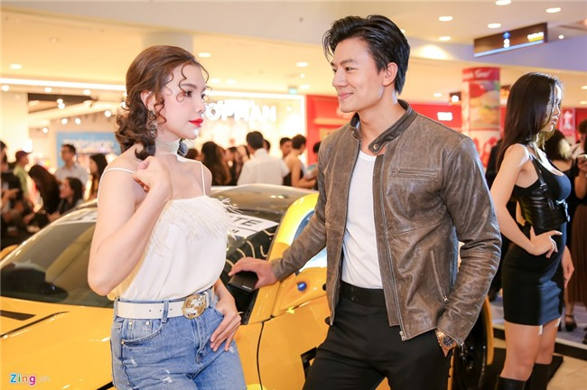 Dinh Tien Dat tranh mat Hari Won o su kien ra mat phim hinh anh 12