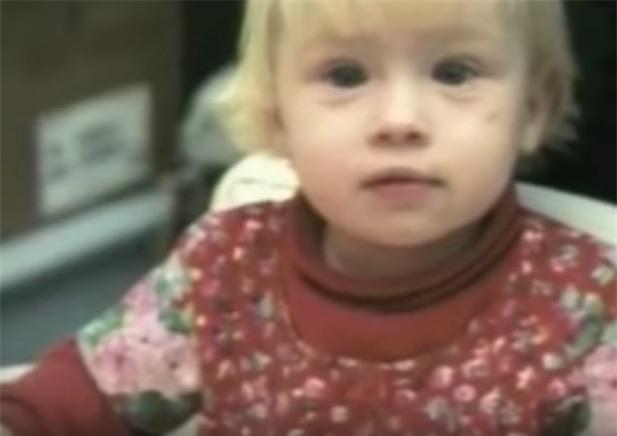 Bé gái tàn tật bị cha mẹ bỏ rơi, 20 năm sau điều cảm động khó tin đã xảy ra... - Ảnh 4.