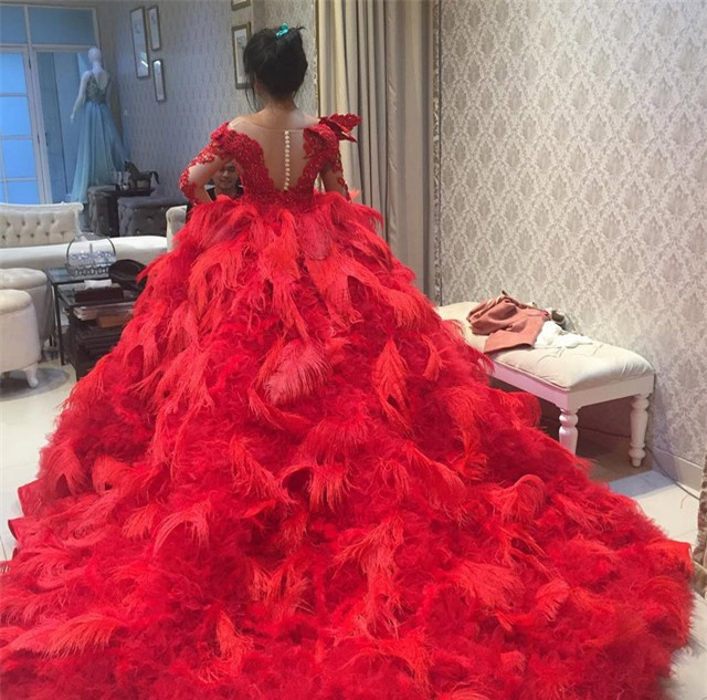 Cô dâu bỗng nổi tiếng thế giới vì mặc váy cưới 11 tỷ đồng, đeo vương miện vàng trong đám cưới cổ tích - Ảnh 8.