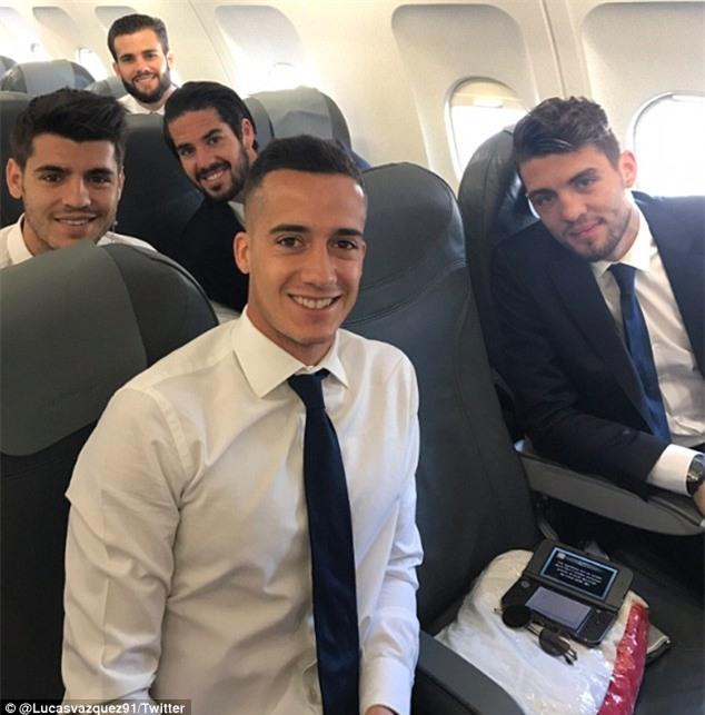Ronaldo cười tự tin, bay sang Đức chuẩn bị đấu Bayern - Ảnh 3.
