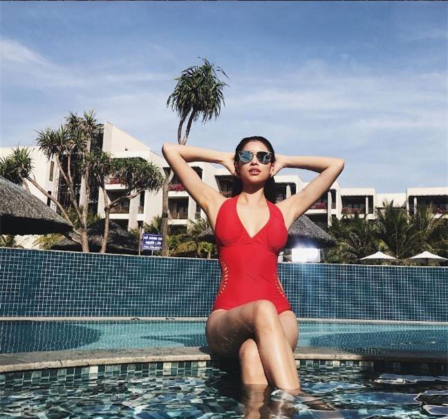 Mới chớm hè sao Việt đã khoe dáng nóng bỏng với đồ bơi, ai đoạt ngôi quyến rũ nhất? - Ảnh 1.