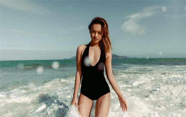 Mới chớm hè sao Việt đã khoe dáng nóng bỏng với đồ bơi, ai đoạt ngôi quyến rũ nhất? - Ảnh 12.