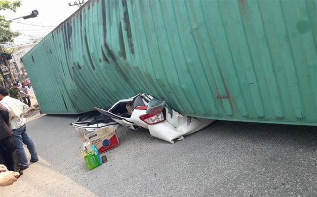 Nhân chứng kể lại phút xe con bị container đè bẹp khiến 2 trưởng phòng trường sư phạm tử vong