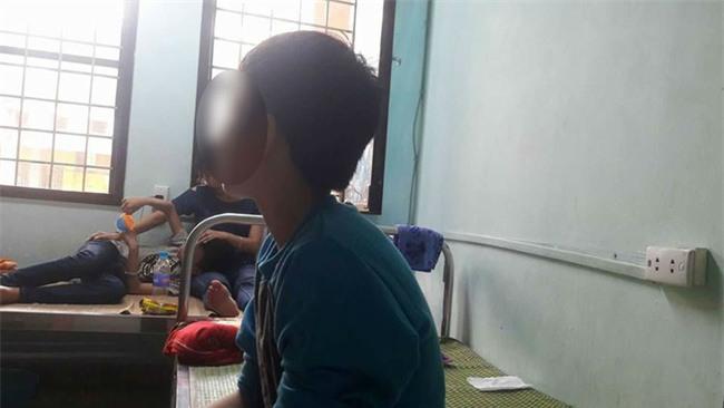 Hà Nội: Một học sinh 13 tuổi nhập viện vì bị hai thầy giáo đánh tím bầm toàn thân - Ảnh 1.