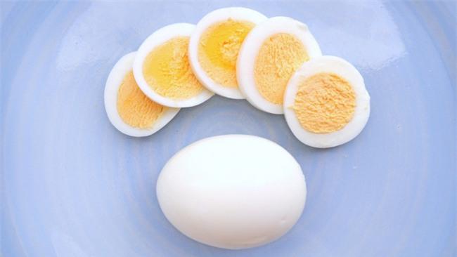 Trứng chiên, trứng luộc dễ làm nhưng nếu chế biến sai cách thì cũng chẳng còn ngon và bổ nữa - Ảnh 6.
