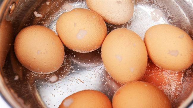 Trứng chiên, trứng luộc dễ làm nhưng nếu chế biến sai cách thì cũng chẳng còn ngon và bổ nữa - Ảnh 10.