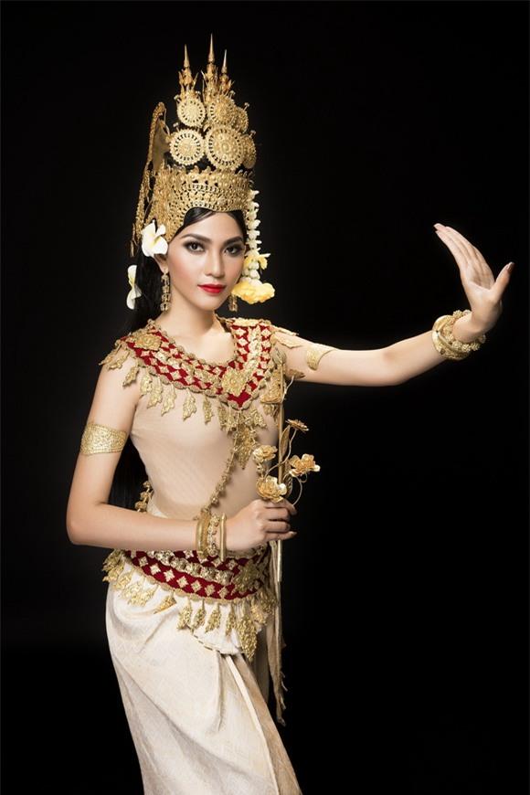 Trương thị may,á hậu trương thị may,trương thị may diện trang phục truyền thống