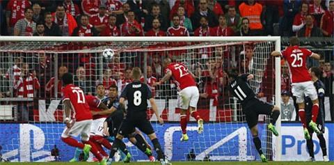 Vidal mở tỉ số cho Bayern