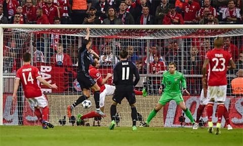 Ronaldo ghi bàn san hòa cho Real đầu hiệp 2