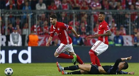 Martinez bị đuổi vì phạm lỗi với Ronaldo