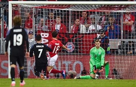 Ronaldo tung đòn kết liễu Bayern