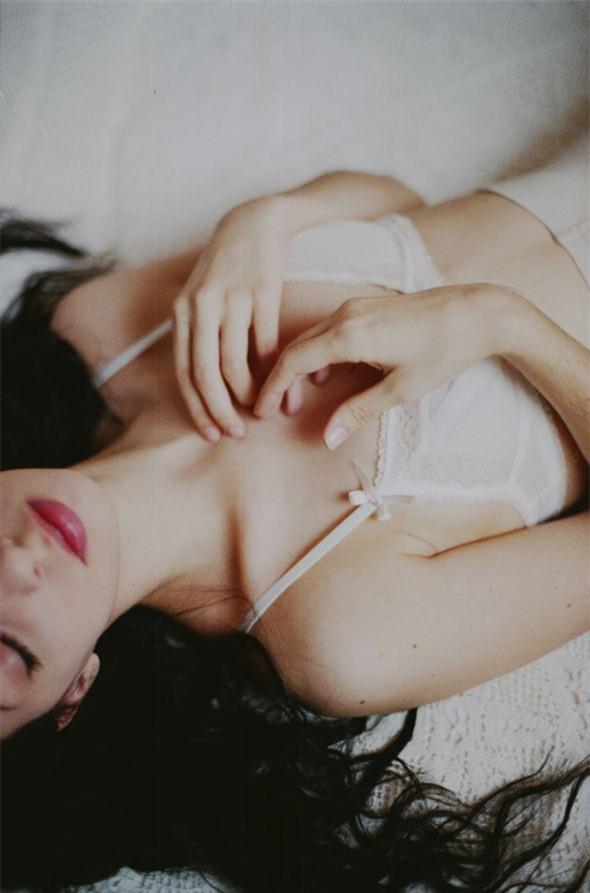Ai nói ngực nhỏ mặc đồ không đẹp không quyến rũ, đó là họ chưa biết tới 11 điều này mà thôi - Ảnh 3.